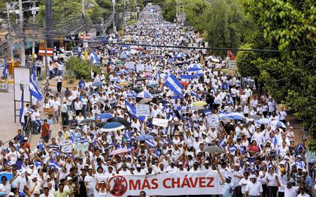 4, 2009 (Miami Se Une a Protesta Mundial Contra Chavez) » NoMasChavezHonduras – 30000 people (ElHeraldohn.com)