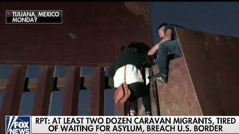 MigrantsOverFence3Dec2018